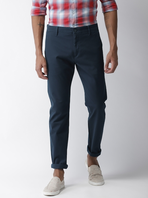 Levis Men Blue Slim Fit Solid Chinos