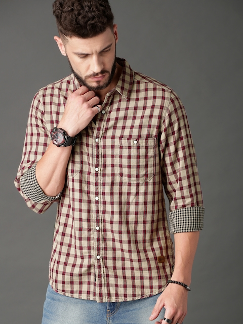 Roadster Men Beige & Red Regular Fit Checked Casual Shirt