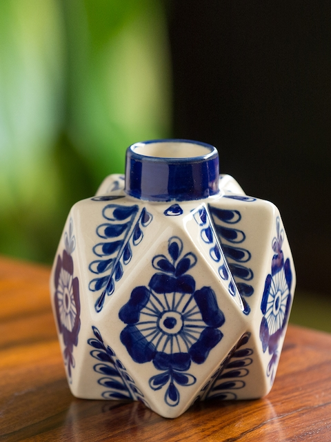 ExclusiveLane Blue & White Printed Vase