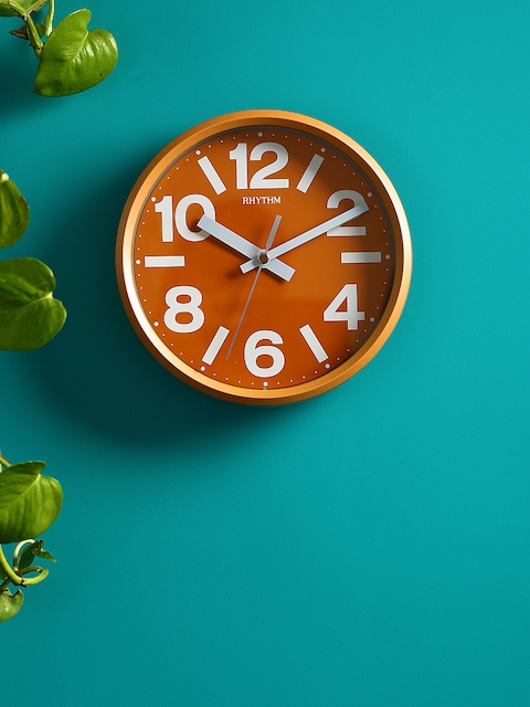 Rhythm Rust Handcrafted Round Solid Analogue Wall Clock