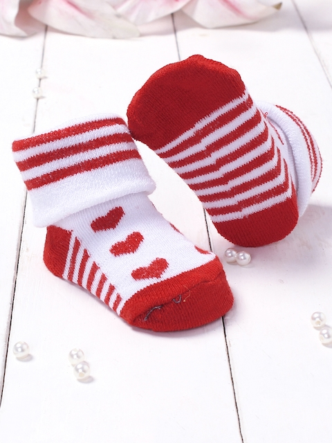 Walktrendy Infants Red & White Printed Booties