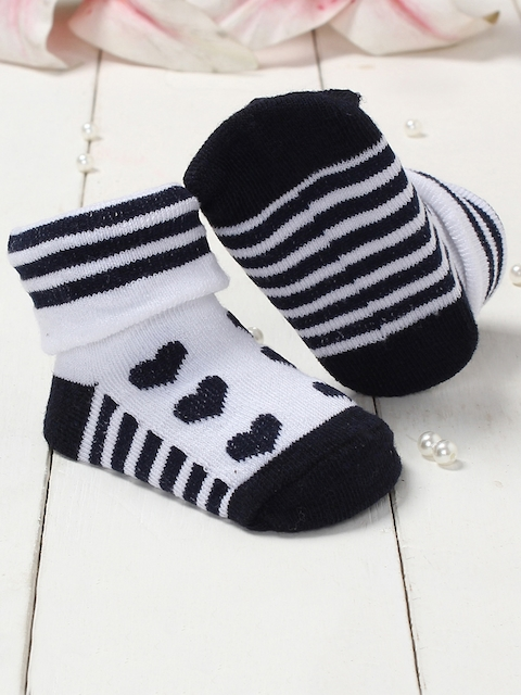 Walktrendy Infants Black & White Printed Booties