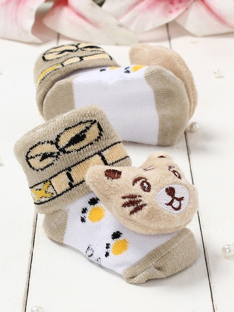 Walktrendy Infants Beige & White Cat Applique Booties