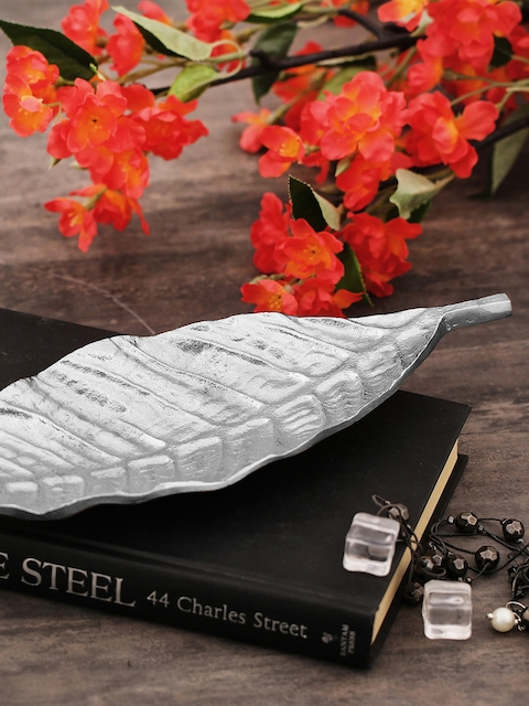 Pure Home and Living Metallic Small Leaf Shaped Serving Platter