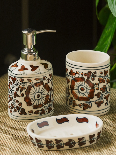 ExclusiveLane White & Red Printed Bathroom Accessories