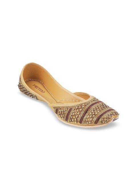 Metro Women Gold-Toned Woven Design Leather Mojaris