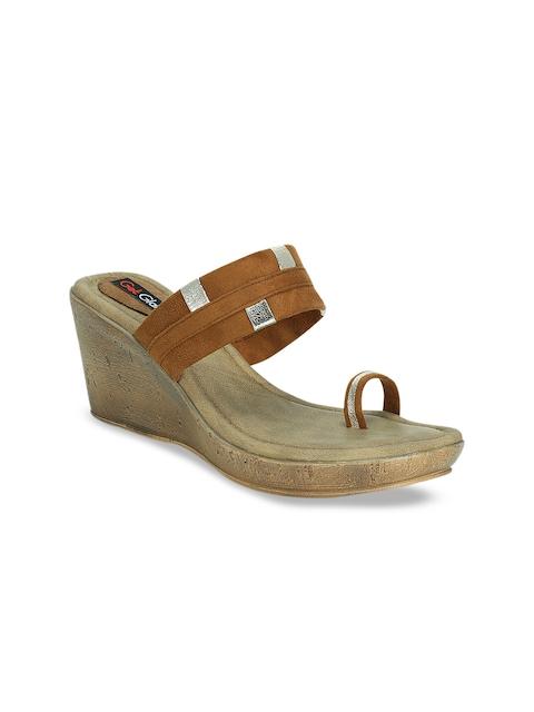 Get Glamr Women Tan Solid Sandals