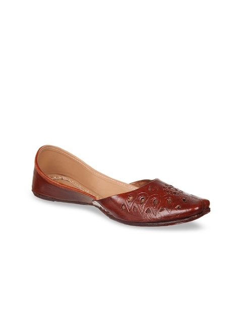 Ta Chic Women Brown Solid Handcrafted Genuine Leather Mojaris