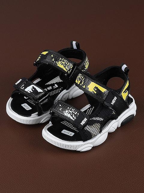 Walktrendy Kids Black & Yellow Printed Sports Sandals