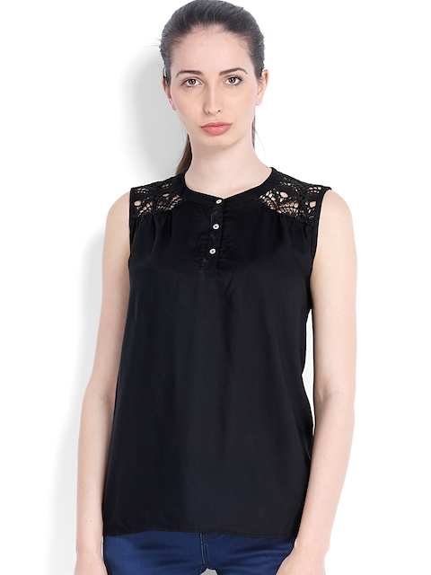 Arrow Woman Black Top