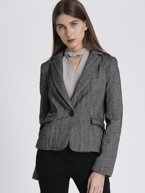 d6afde4defa1 A single button or single-breasted suit essentially has one button that  connects the sides of your blazer. This style suits all body types and  occasions.