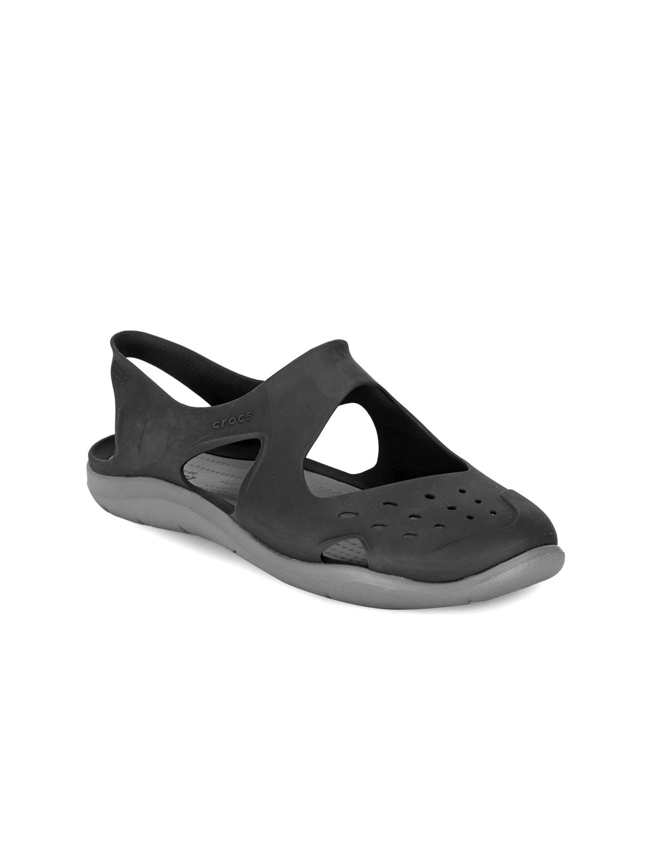 Crocs Women Black Solid Flip Flops image