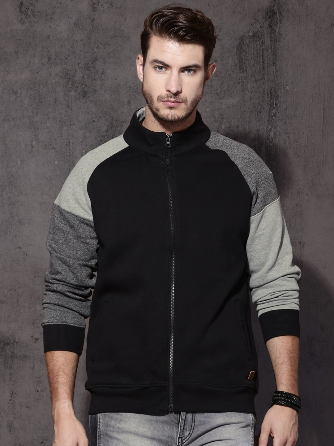 Roadster Men Black & Grey Solid Sweatshirt image