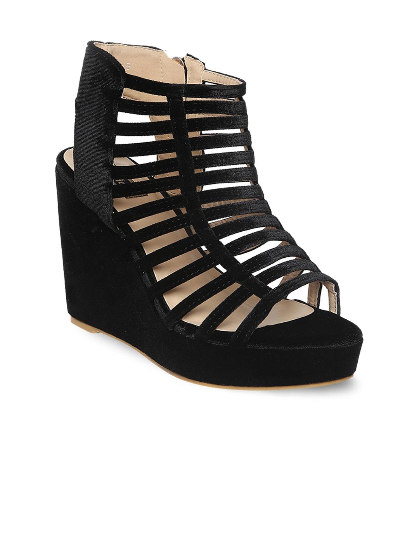 Flat n Heels Women Black Solid Gladiators image