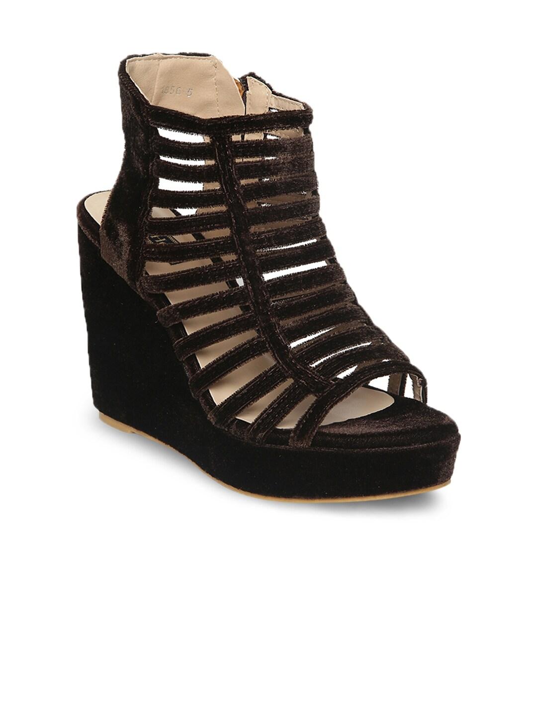 Flat n Heels Women Brown Solid Gladiators image