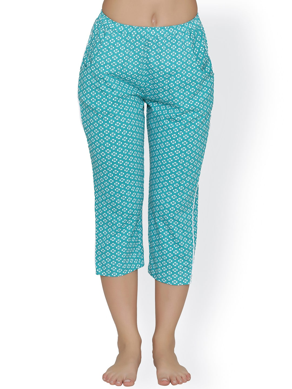 Clovia Women Green Printed Regular Fit Capris image