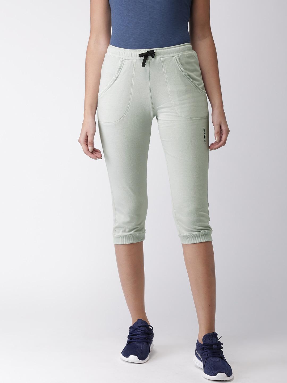 2GO Women Grey Solid Slim Fit Essential Sports Capris image