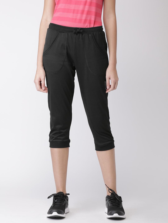 2GO Women Black Solid Slim Fit Essential Sports Capris image