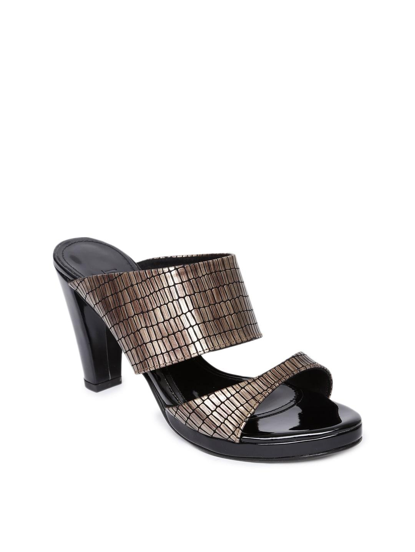 Inc 5 Women Gold-Toned Woven Design Sandals image